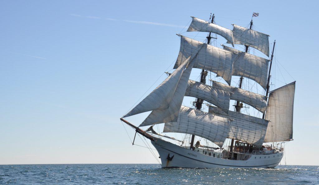3 Mast Bark Artemis Bugansicht unter Segeln