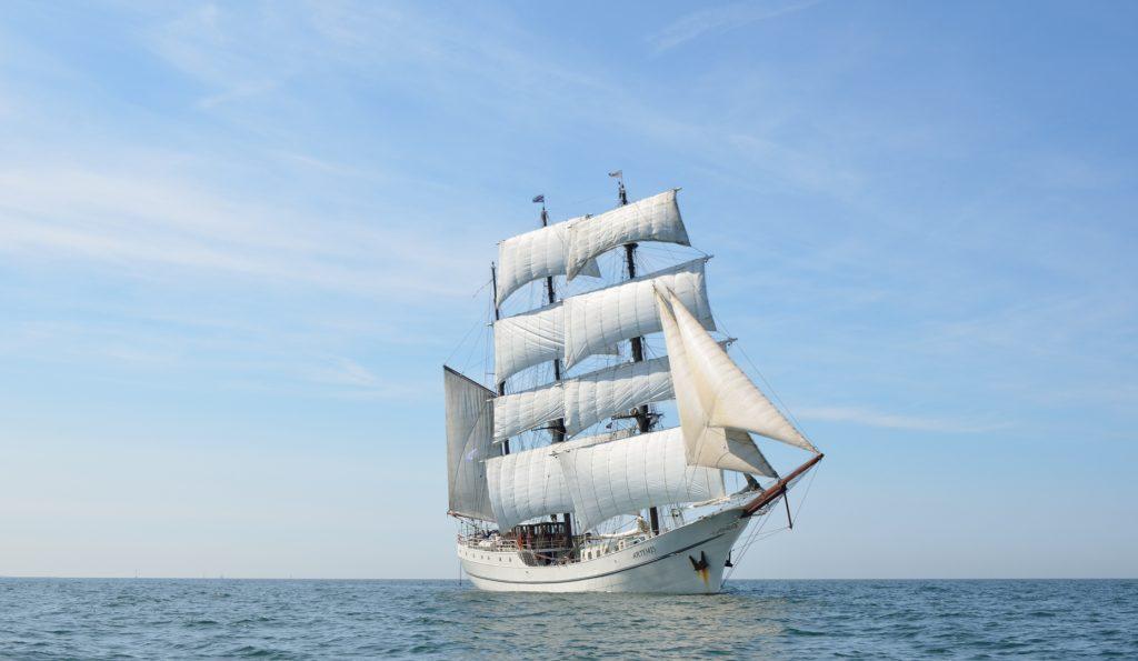 3 Mast Bark Artemis Steuerbordansicht unter Segel