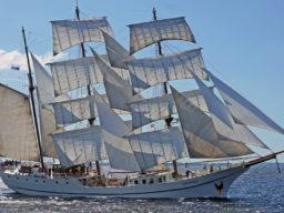 3 Mast Bark Artemis Steuerbordansicht unter vollen Segeln