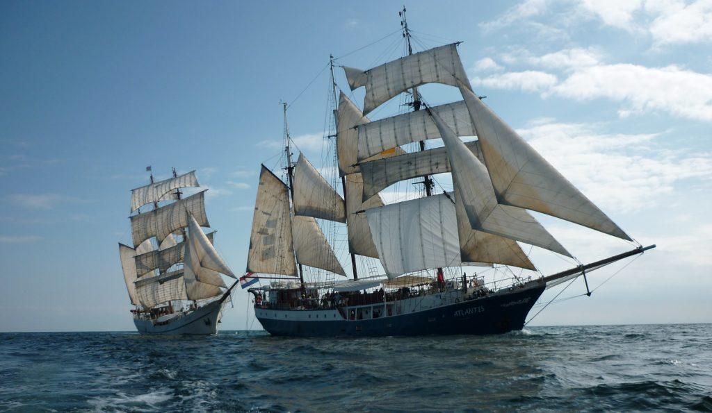 Segelreisen und Segeltörns auf Windjammer zeigt die Atlantis und die Artemis