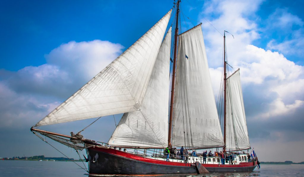 2 Mast Klipper Beantra Backbordansicht unter Segel