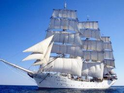 Tagesfahrten Christian Radich Produktbild zeigt das Vollschiff unter vollen Segeln