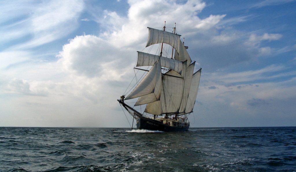 3 Mast Topsegelschoner Hendrika Bartelds Backbordansicht unter Segeln