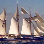 Segelurlaub: Europa Hendrika Bartelds Produktbild zeigt den 3 Mast Topsegelschoner von Steuerbord unter Segeln