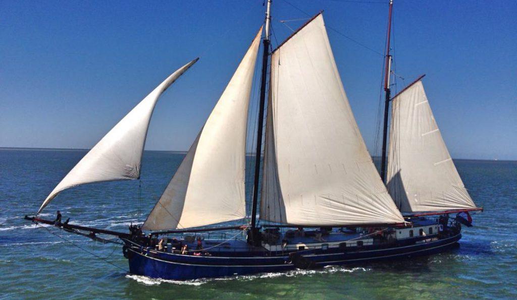 2 Mast Klipper Poolster Backbordansicht segeln