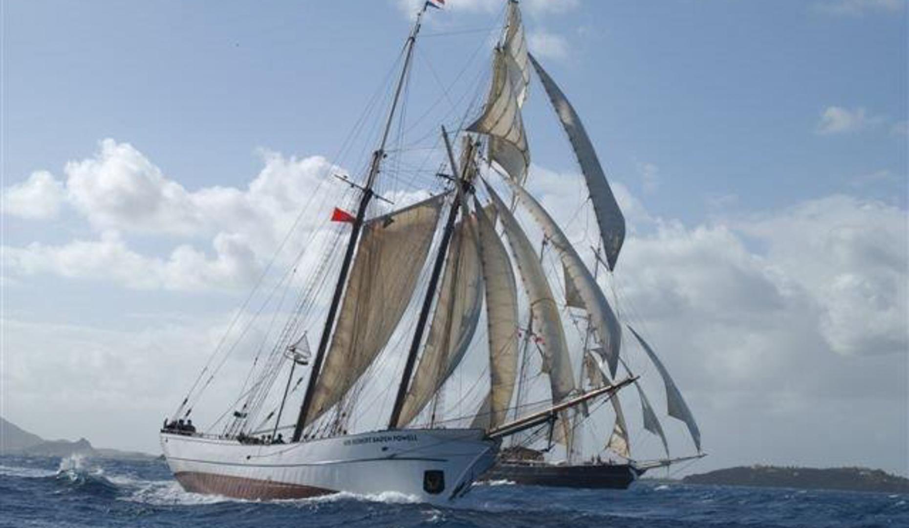 Segelurlaub: Europa SIR ROBERT BADEN POWELL zeigt2 Mast Topsegelschoner Sir Robert Baden Powell Steuerbordansicht unter Segeln