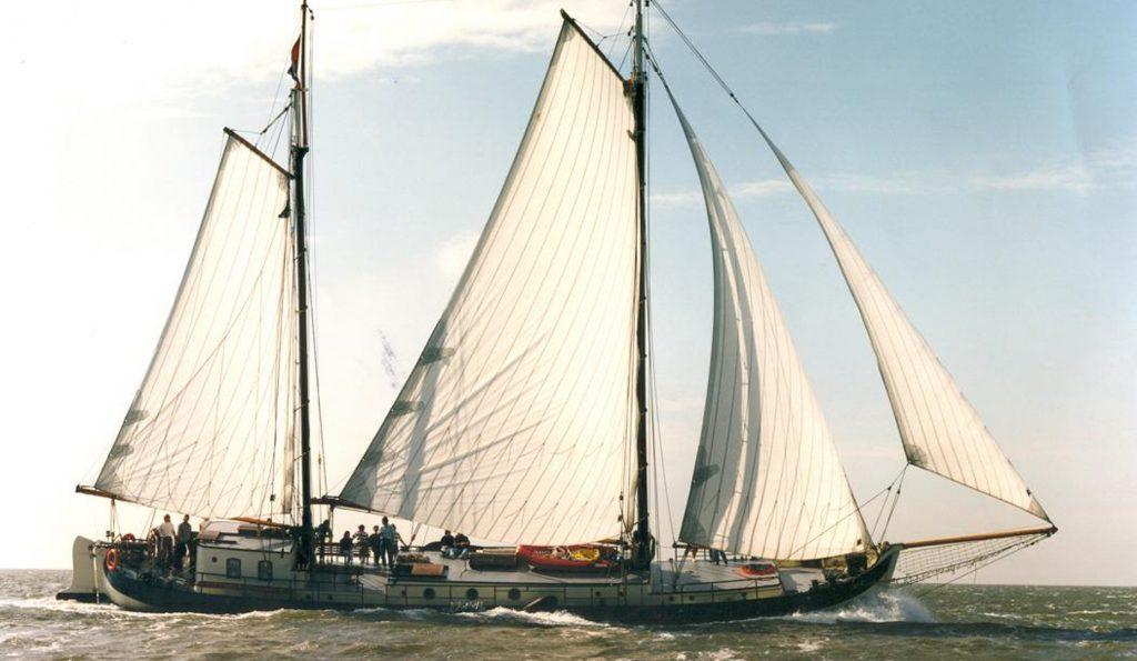 2 Mast Stevenaak Victoria-S Steuerbordansicht