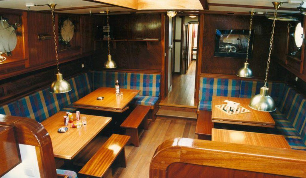 2 Mast Stevenaak Victoria-S unter Deck