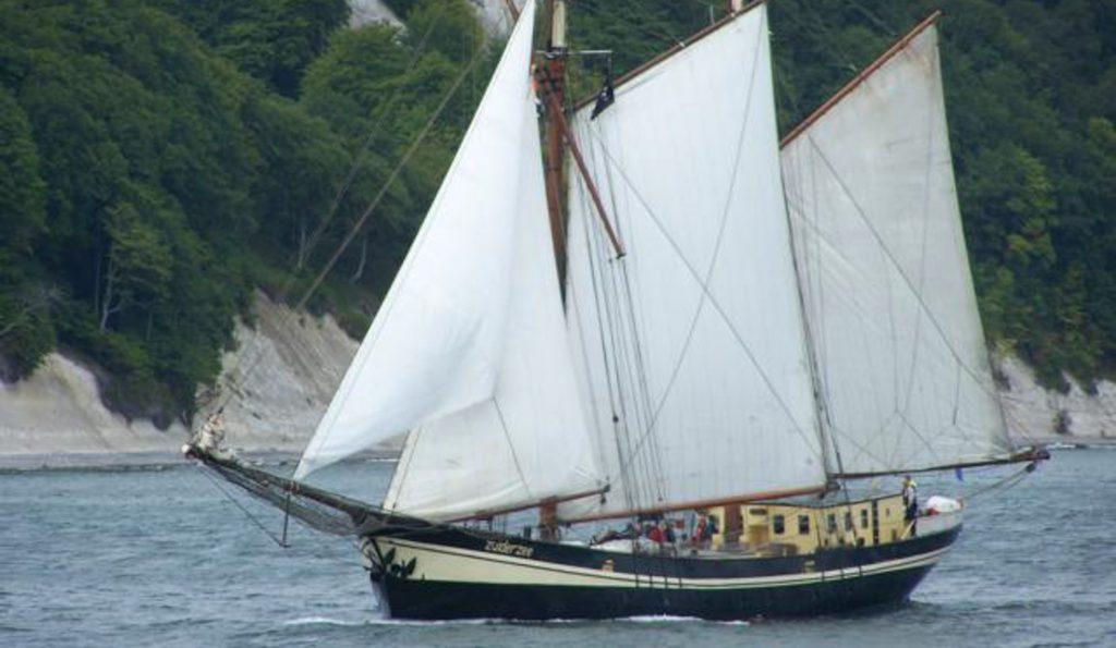 2 Mast Schoner Zuidersee unter Segeln