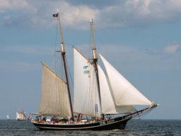 2 Mast Schoner Ide Min segelnd