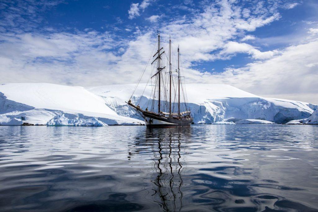 3 Mast Topsegelschoner Oosterschelde vor Eisbergen