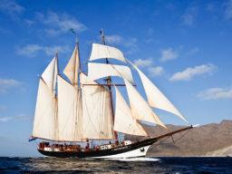 Segelreisen Kapverden auf der Ossterschelde Bild zeigt das Traditionsschiff segelnd von Steuerbord