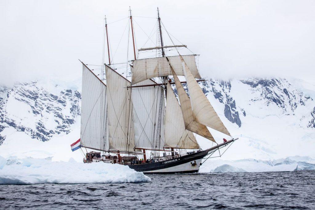 3 Mast Topsegelschoner Oosterschelde im Eismeer