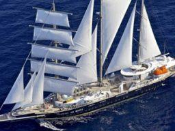 Segelkreuzfahrt Griechenland zeigt das Schiff Running on Waves