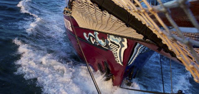 Twister Bild zeigt den Bug des Segelschiffes