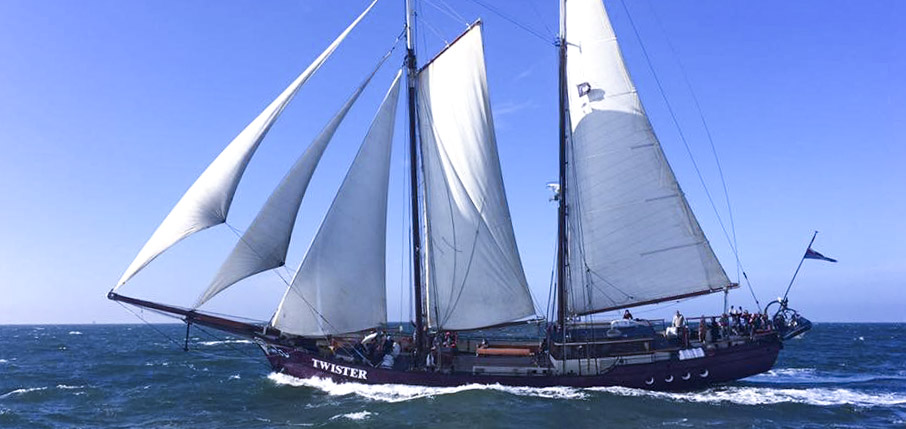 Segelschiff Twister Bild zeigt den Schoner unter Segeln