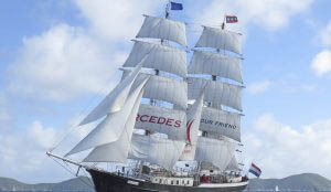 Hamburger Hafengeburtstag Mercedes Bild zeigt die segelnde Brigg von vorne