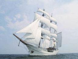 Segelurlaub Europa ARTEMIS Produktbild zeigt die 3 Mast Bark unter vollen Segeln