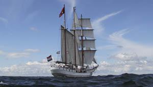 Kieler Woche Loth Lorien zeigt das Schiff segelnd