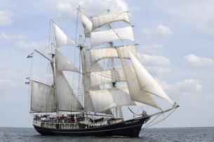 Mitsegeln Europa auf der Thalassa Beitragsbild zeigt das Schiff segelnd