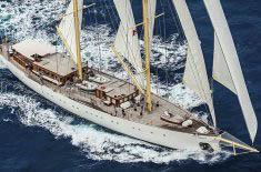 Regatten Chronos Bild zeigt die Ketsch segelnd