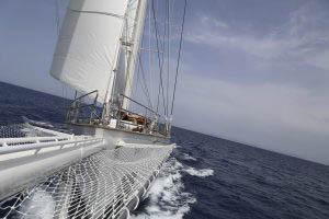 Regatta segeln auf der Rhea zeigt die Ketsch in voller Fahrt