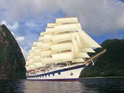 Segelreisen Karibik Roya Clipper Bild zeigt das Schiff unter vollen Segeln