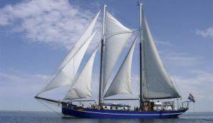 Segelurlaub Europa Oban zeigt das Segelschiff von Backbord