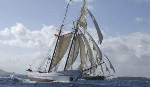 Meilentoerns Sir Robert Baden Powel zeigt das Schiff unter vollen Segeln