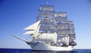 Tagesfahrten Christian Radich zeigt das Vollschiff von Backbord