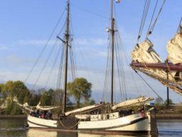 Hamburger Hafengeburtstag Jan Heygen zeigt die Tjalk von Backbord