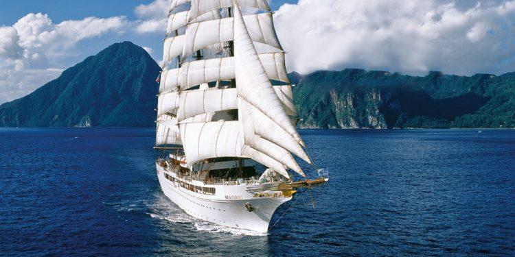 Segelurlaub Europa SEA CLOUD 2 Produktbild zeigt den Großsegler unter Segeln von Steuerbord aus.
