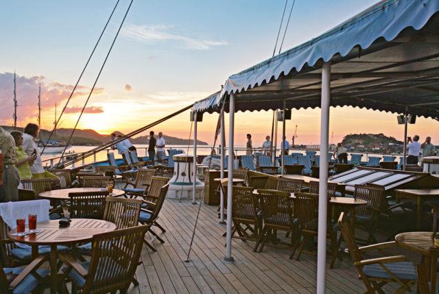 Segelreisen Karibik SEA CLOUD 2 - Bild zeigt Decksdetail des Restaurantes