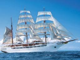 Segelreisen Karibik SEA CLOUD 2 zeigt die Bark von der Steuerbordseite unter vollen Segeln