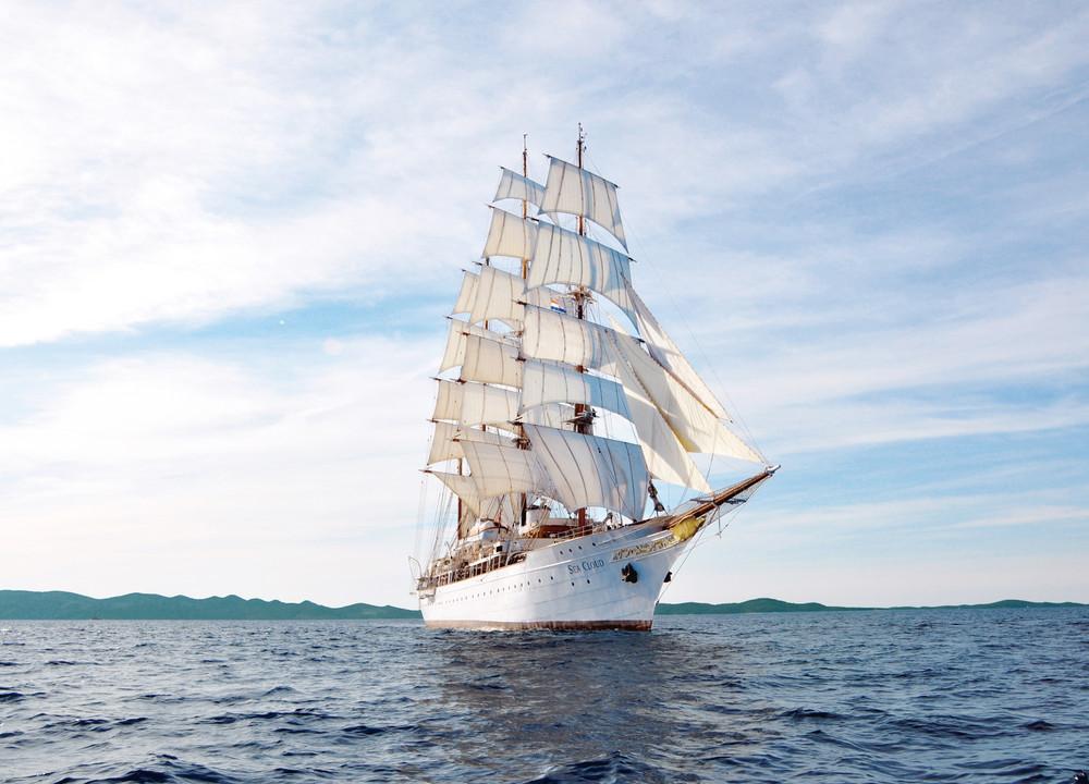 Segelreisen Karibik Sea Cloud zeigt das Segelschiff von Steuerbord
