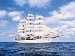 Meilentörn Sea Cloud Produktbild Bild zeigt die Sea Cloud unter Segeln von Steuerbord