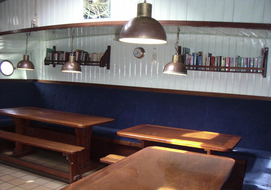 zeigt eine Detailansicht des Salons des 2 Mast Klippers Ambulant