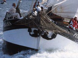 Meilentörns: Pegasusu Produktbild zeigt eine Nahaufnahme des 2 Mast Klippers