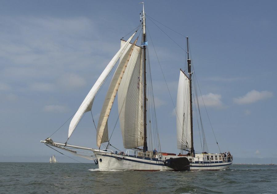 Alexandra Datenblatt Beitragsbild zeigt den Klipper Alexandra von Steuerbord unter Segeln