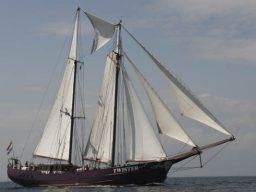 Segelreisen Twister Kanarische Inseln Dez. 2018 zeigt den Schoner von Steuerbord