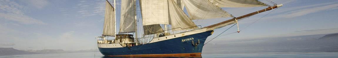 Familienreisen mit Kindern Bild zeigt die Atlantis in ruhigem Wasser