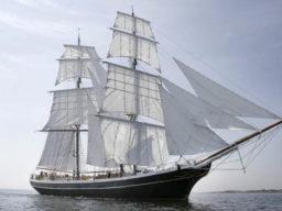 Martinique St Maarten Segelreise Morgenster zeigt das Schiff unter Segeln