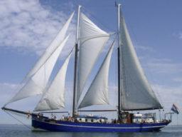 Rad und Schiff zeigt den Schoner Oban