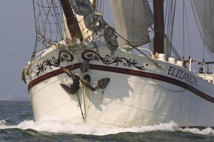 Rad und Schiff Holland zeigt die Elizabeth segelnd