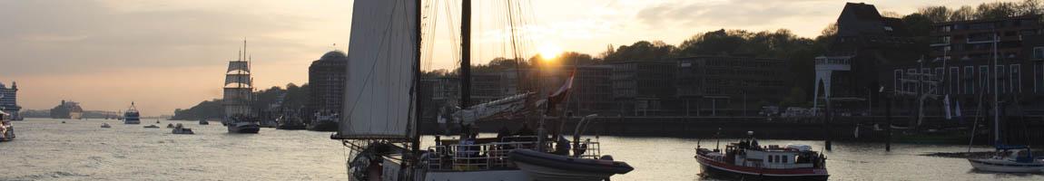Segelrevier Elbe Bild zeigt Windjammerparade