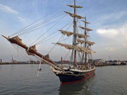 Segelrundreise Morgenster zeigt das Schiff im Hafen
