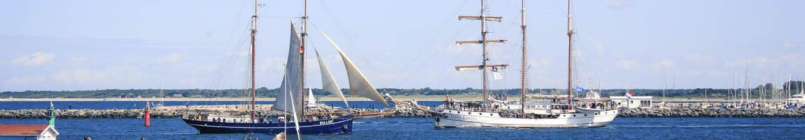 Tagesfahrten segeln Bild zeigt Traditionsschiffe in Rostock