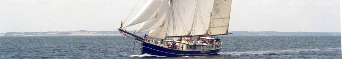 Meilentörns und Atlantiküberquerung Bild zeigt die Hendrika Bartelds unter Segeln