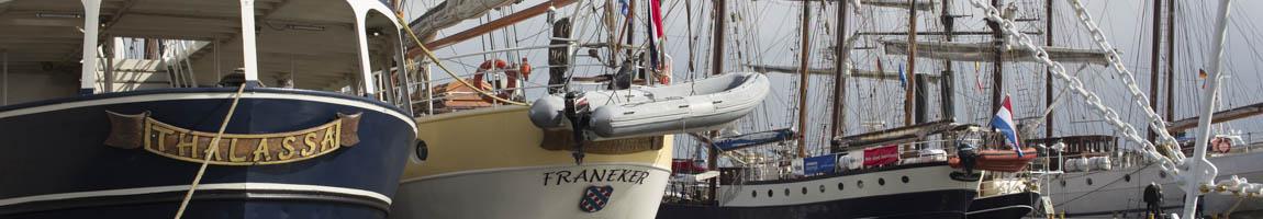 Sails und maritime Events Bild zeigt Traditionsschiffe an der Mole