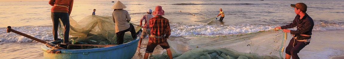 Segeltoern Asien Bild zeigt Fischer bei der Arbeit